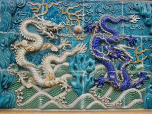 800px-dragons_on_a_wall